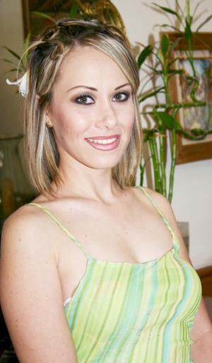Miriam Motola Licón en su despedida de soltera.