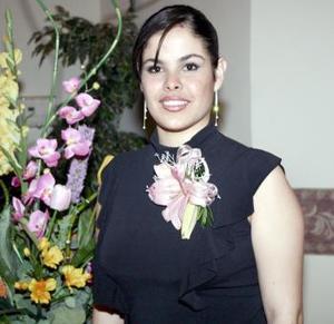 04 de abril  Por su cercano enlace matrimonial con Alejandro Máynez Lira, María Teresa Leyva Rosales recibió sinceras felicitaciones en el festejo que se le ofreció.