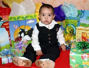 Numerosos regalos recibió el pqueño José Enrique Moreno Zamora, en la fiesta que le organizaron sus papás con motivo de su primer cumpleaños.