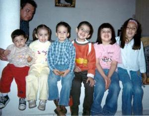 <b>04 de abril </b> <p> David González, Rocío Cornejo, Ricardo González, Ernesto Cornejo, Ana Laura González y Valeria González