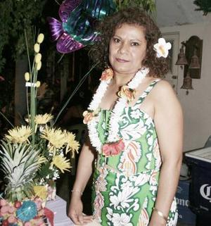 Una alegre fiesta estilo hawaiana fue la que disfrutó Aída Arenas Alvarado con motivo de su cumpleaños hace algunos días.