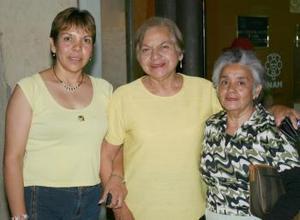 Yolanda Alatorre, Guilermina Escobedo y Martha Nelly de León.