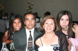Odette, Víctor, Rosy y Yoasaf Torrero.