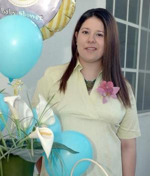Jaqueline Bravo de Lozoya, nuevamente será mamá y por el acontecimiento, sus familiares le organizaron una fiesta .
