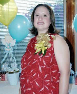<b>05 de abril </b><p>  Yanhira Salum de Villalobos, captada en su fiesta de canastilla.