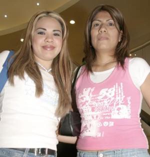 <b>05 de abril </b><p> Perla Samper y Marybel Marrero.