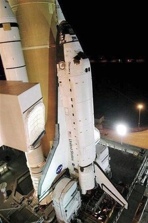 Los tripulantes del Discovery se declararon listos para reanudar las misiones de los transbordadores espaciales de EU, después de que la nave quedara instalada en su plataforma de lanzamiento.