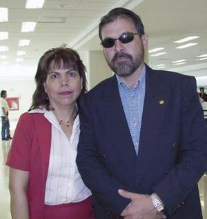 <b>06 de abril</b><p> Ricardo Aguirre viajó a Hermosillo Sonora y fue despedido por María Oralia Castañeda.