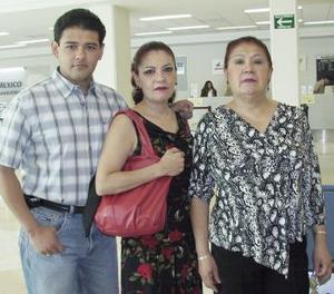 Yolanda de los Santos viajó al DF y fue despedida por Dolores Alicia y Dante.