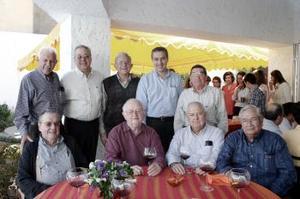 07 de abril  Marcelo, Enrique, Enrique Luengo, Luis Flores, Ignacio Pámanes, Antonio Fernández, Santiago Vera, y Sergio Treviño fueron invitados por don Alberto González Domene.