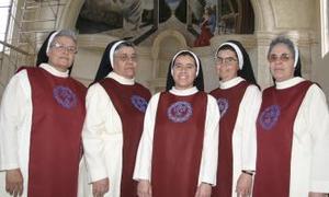Hermanas Rosa María Ortega, María Clara Márquez, Lourdes López, Alicia Carrera y Dolores Ortega