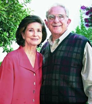 Alberto González Doemene y su esposa, la Sra. Rosario Lamberta de González.