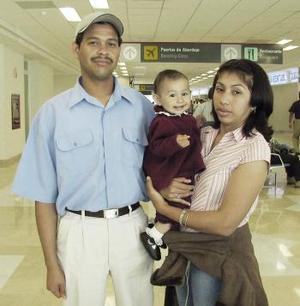 Rolando Borjas, Lidia Montes y Alondra viajaron a Tijuana