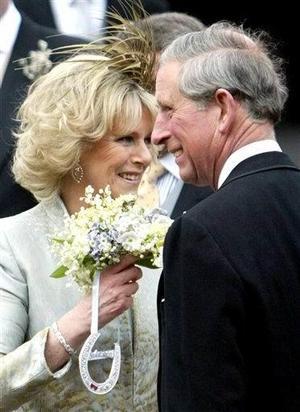 Después de estos saludos, la pareja acudió a las salas de Estado del castillo para participar en la recepción que ofreció la soberana británica para todos los invitados.