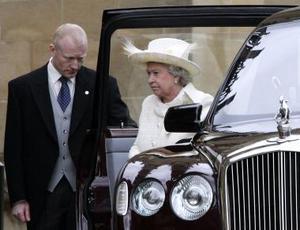 Los grandes ausentes en el enlace fueron la Reina y su esposo, el duque de Edimburgo, quienes, no obstante, estuvieron  en la bendición en la capilla de San Jorge del castillo.