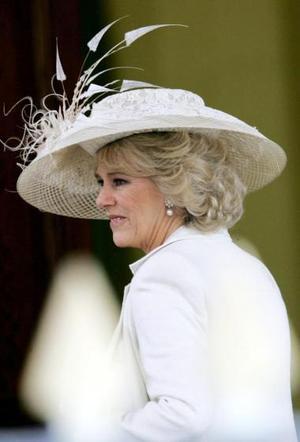 El atuendo del vestido en tono perla de Camilla, así como el estilo, fueron los adecuados y el conjunto de la novia en general fue elegante y sutilmente romántico.  <p> El color iba perfectamente con su color de pelo y con su tono de piel y todos los detalles han sido muy favorecedores, añadió esta especialista en moda.