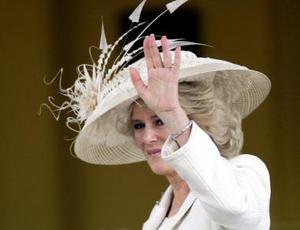 El elegante vestido en tono blanco perla que lució Camilla para su enlace civil ha sido calificado como un triunfo absoluto por expertos en moda