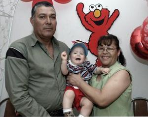 <b>09 de abril </b> <p>  Juan Alberto Rodríguez Díaz junto a sus abuelitos, Hortensia de Jaime y Juan Díaz Montes