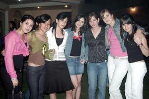 09 de abril  Grupo de amigas asistentes a la fiesta de cumpleaños de Gabriela Ramírez