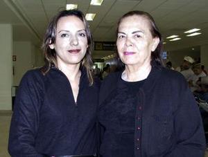 <b>09 de abril</b><p> Ofelia Tavera viajó a Tijuana y fue despedida por Selene Díaz.
