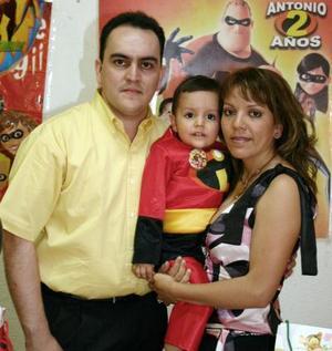 Antonio Castro Treviño y Lourdes Tovar Herrera festejaron a su pequeño hijo ntonio Alberto Cstro Tovar.