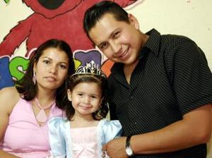 Mireya López Rodríguez y Luis Roberto Rodríguez festejaron a su pequeña Kassandra Rodríguez López.