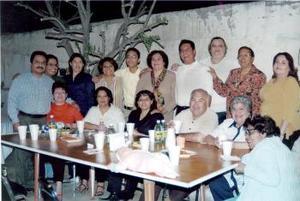 Juan Carlos Gottfriend Favela cumplió  15 años de vida, por lo que le ofrecieron una fiesta sus tíos, Jesús, Sergio y Jorge Favela.j