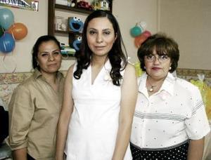 Diana Pérez Adame disfrutó de una reunión por el próximo nacimiento de su bebé.
