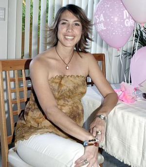 Érika Fernández de Rivas recibió lindos regalos en la fiesta de canastilla que le ofrecieron
