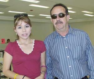 <b>11 de abril</b><p> Ignacio Villalobos y Cecilia Villalobos viajaron a Los Ángeles Cal.