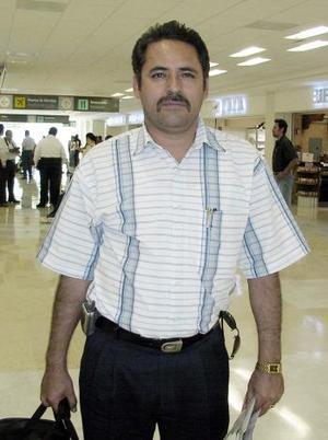 José Artemio Romero viajó a México DF.
