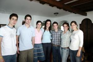 12 de abril  Isabel, Ángel, y María José Sesma, Lucía y Pablo Sáenz, Hernán Sirgo y Any Bremer.