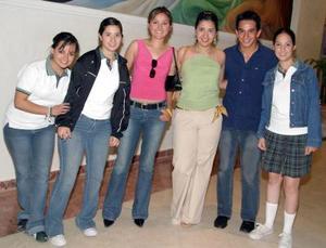 Marina Garza, Santa Garza, Karla Gutiérrez, Gabriela Flores, Armando González y Ale Torres.
