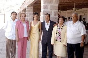 Jesús Navarro Enríquez y Bertha Patricia Aguilera Morales acompañada por sus papás Jesús R. Navarro Juárez y Margarita de Navarro; Juan Aguilera Cruz y Patricia de Aguilera.