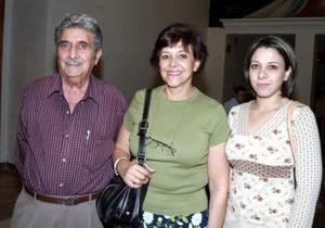 Juan Batarse, Olivia Marcos y Claudette Torres.