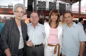 <b>11 de abril</b><p> Pilar H. de Tricio, Eduardo Tricio, Pilar de Tricio y Eduardo Tricio Haro.