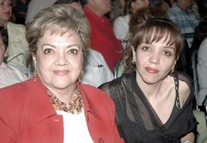 <b>12 de abril</b><p> Yolanda de Arreola y Ana Cecilia Arreola.