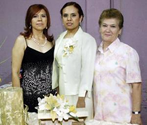 10 de abril  Por su próxima boda, Silvia Beatriz Arellano Ruiz disfrutó de una fiesta de despedida que le organizaron su mamá Silvia  Ortiz y Oralia Huitrón.