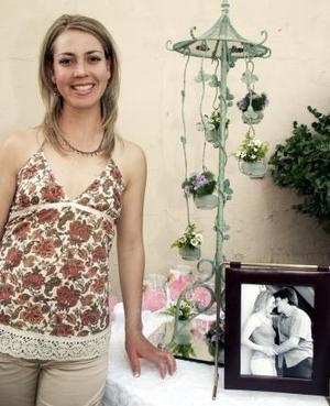 Claudia Cano Salvio contraerá nupcias en fecha próxima, por lo que le ofrecieron una despedida de soltera.