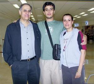 Mauricio Murra viajó  a California y fue despedido por Luis y Magda Murra.