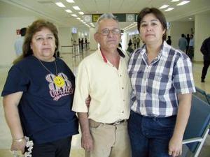 <b>14 de abril</b><p> Edmundo Falcón y Evangelina Carrillo viajaron a Los Ángeles.
