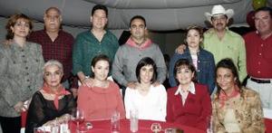 Verónica Armendáriz, Lulú Jaidar, Bety Martínez, Cristy Zesati, Eulalia Armendáriz, Martín Macías, Chito Marrufo,; Leticia Gress, Juan Carlos Galindo, Martha y Juan Armendáriz.