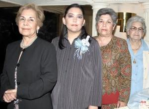 <b>14 de abril </b><p> Lucy Rivera Padilla, acompañada por las organizadoras de la fiesta de canastilla que le ofrecieron por el futuro nacimiento de su bebé.