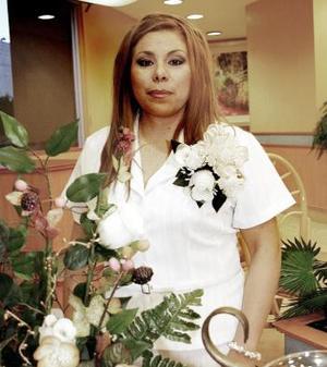 Nancy América Rangel Sarabia, captada en su fiesta de despedida en días pasados.