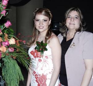 13 de abril  Adriana Yañez Quiñones el día de su fiesta de despedida con su mamá.