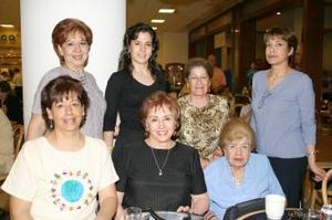 <b>14 de abril</b><p> Rocío Hernández de Lozano, Silvia, Marcela Lira, Chela Aizpuru, Lucía de Ortega y Lucy de Campos.
