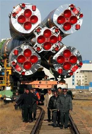 Tras la tragedia del Columbia en febrero de 2003, en la que murieron todos sus tripulantes, la NASA estadounidense suspendió los vuelos espaciales retrasando la incorporación a la ISS de otros módulos orbitales fabricados por Europa y Japón.