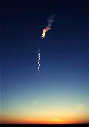 Sharípov, Chiao y Vittori regresarán a la Tierra el 25 de abril en la nave Soyuz TMA-5, actualmente enganchada a la ISS y que será sustituida por la Soyuz TMA-6.  Como las expediciones anteriores, Krikaliov y Philips deberán vivir en la ISS durante medio año y, además del intenso trabajo que supone mantener el ingenio en funcionamiento, realizarán un ciclo nuevo de pruebas científicas y al menos dos caminatas espaciales.