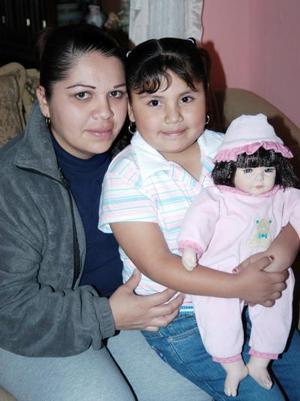 Sayra Berenice Landeros Morales junto a su mamá, María de Lourdes, el día que festejó su cumpleaños.