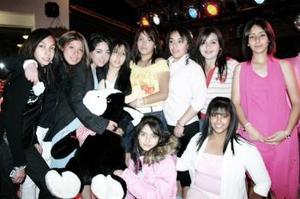 Nuria Sada Sordo acompañada de sus amigas Alexis, Lucy, Tanith, Fanny, Adriana, Marisol, Diana, Mara y Ari, en la fiesta de cumpleaños que le organizaron hace unos días.